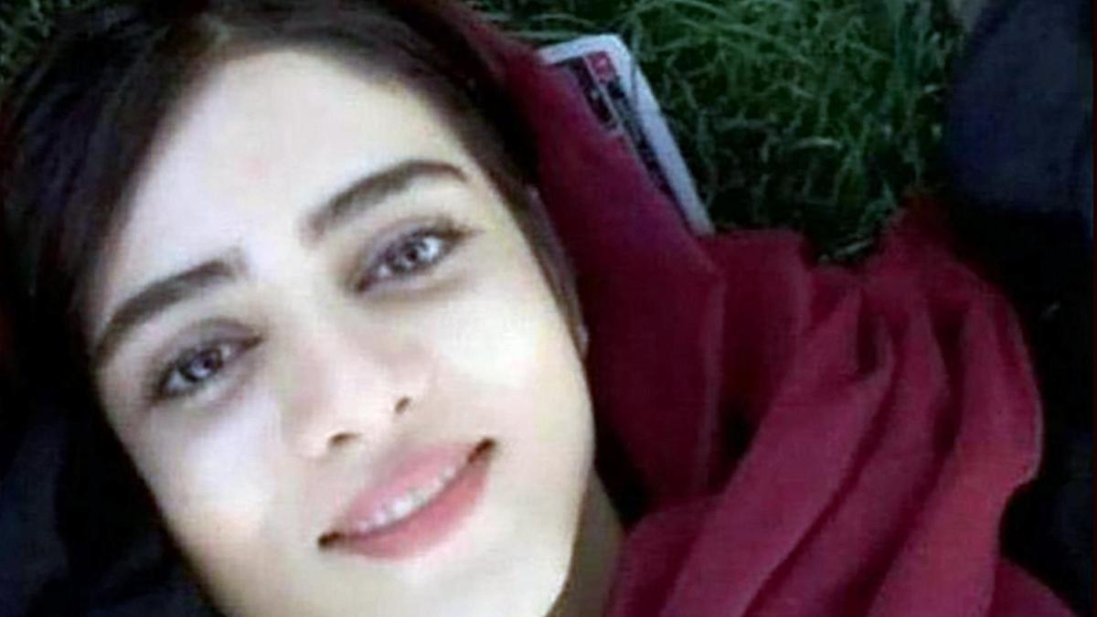 २१ वर्षीया युवतीका कारण कानुन बदल्न बाध्य भयो इरान