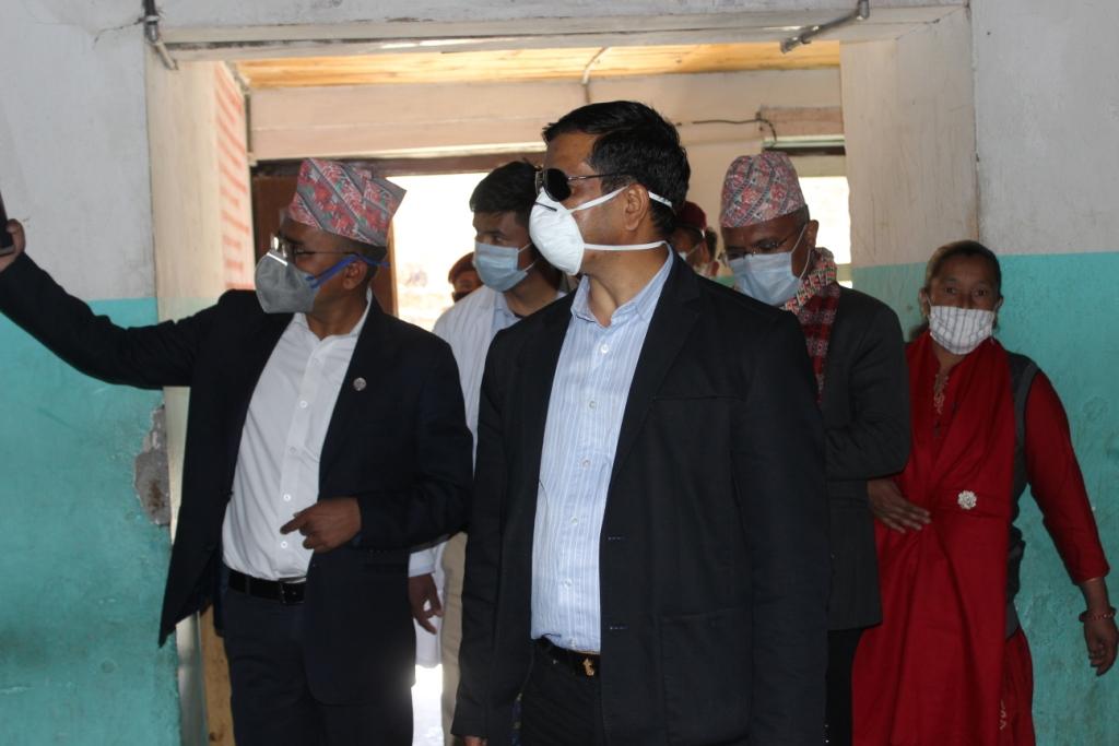 मुख्यमन्त्री आफै पुगे उपकरण र औषधि लिएर डोल्पा दुईजनाको स्वाप सुर्खेत लगियो