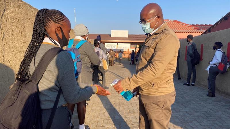 दक्षिण अफ्रिकाका विद्यालय र क्याम्पसहरु बन्द गर्ने घोषणा