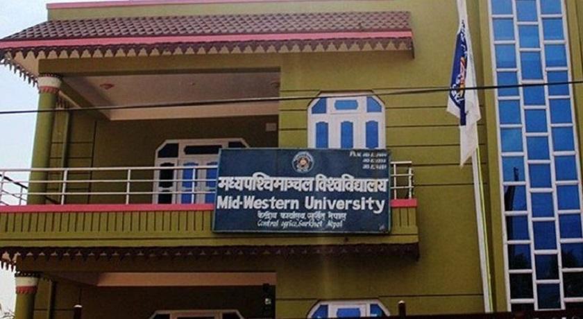 मध्यपश्चिमाञ्चल विश्वविद्यालयमा शुल्क घटाउन माग